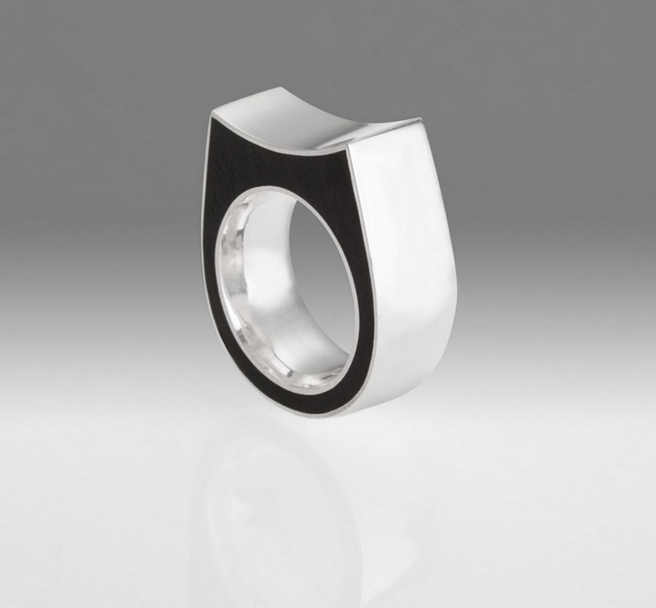 Pierścień. srebro i heban / silver and ebony ring