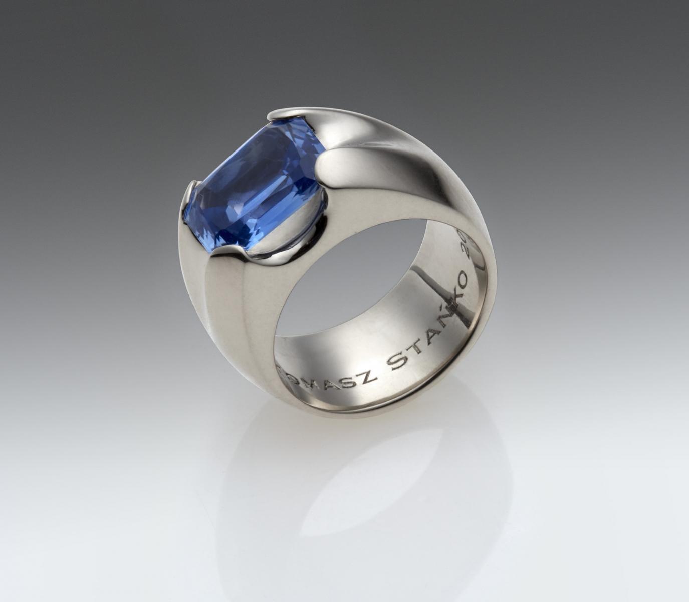 Pierścień, białe złoto z szafirem  /  white gold ring with saphire